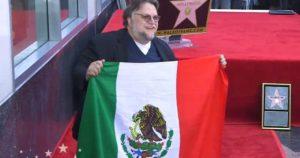 Video: Guillermo del Toro ondea la bandera de México al recibir su estrella en el Paseo de la Fama de Hollywood