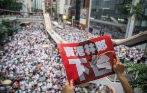 """Videos: China acusa a EEUU de orquestar los """"actos criminales antichinos"""" en Hong Kong"""