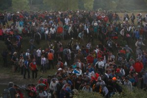 Detienen en El Salvador a hombre que promovió caravanas migrantes a EU