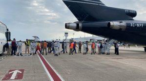 El gobierno mexicano deporta a 219 hondureños; los envía en avión militar