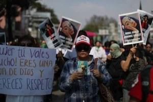 En marcha a la casa de Ingrid, solidaridad y más denuncias