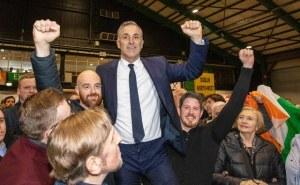 Por primera vez en un siglo, gana elecciones legislativas en Irlanda el partido Sinn Fein, ligado al IRA