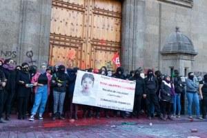 Protestan mujeres por feminicidios y 'amarillismo' de medios