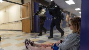 Gremios magisteriales exigen la terminación de simulacros de tiradores activos en las escuelas porque al causar terror dañan la salud mental de los estudiantes