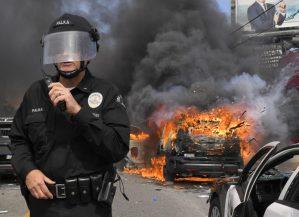 Nuevas protestas y saqueos en la cuenca angelina. Solidaridad de policías del sur de California con manifestantes pacíficos y advierten dureza contra vándalos. Al menos, 1,600 detenidos