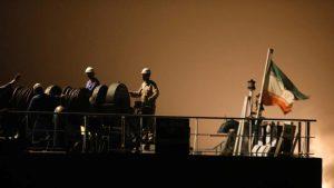 Juez de EU ordena incautar el nuevo envío de gasolina a bordo de 4 buques iraníes a Venezuela