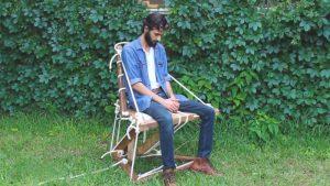 Video: Construye una 'silla flotante' hecha con maderas y cuerdas que desafía la gravedad