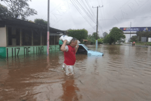 Videos: Huracán 'Iota' se interna en Centroamérica con fuertes lluvias y vientos