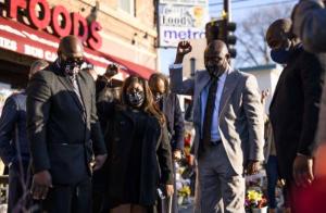 Minneapolis indemniza con 27 millones de dólares a familia de George Floyd, asesinado un  policía