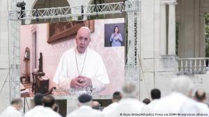 """Papa insta a Latinoamérica a vacunarse contra COVID-19 como un """"acto de amor"""""""