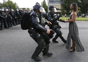 Videos: La brutalidad policiaca no cede en EU, pese a promesas del gobierno de combatirla, denuncian organizaciones