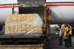 Llegan a México un millón 750 mil vacunas de Moderna donadas por EU y 228 mil 150 de Pfizer