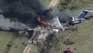Videos  Se estrella y se incendia un avión con 21 personas a bordo y todas sobreviven, en Texas