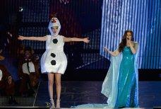 Taylor Swift-Olaf-Idina Menzel-Elsa