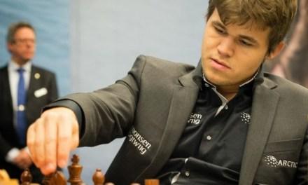 Juega ajedrez contra el campeón mundial con Play Magnus