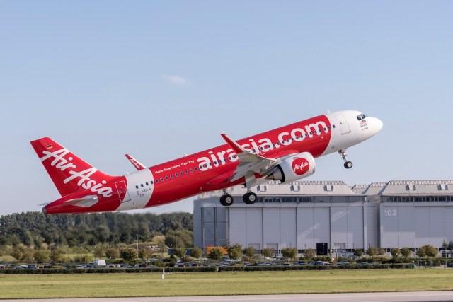 Airbus_A320neo-delivery-AirAisia