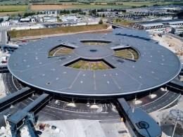 Aeroport_Lyon-Saint_Exupery_Nouveau_Terminal_1_vue_aerienne