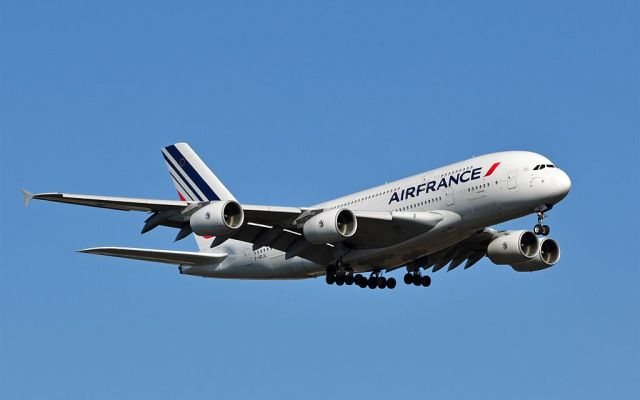 Air_France_Airbus_A380_F-HPJA