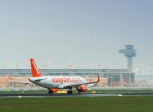 Airbus_A320_easyJet_Berlin-Schoenefeld