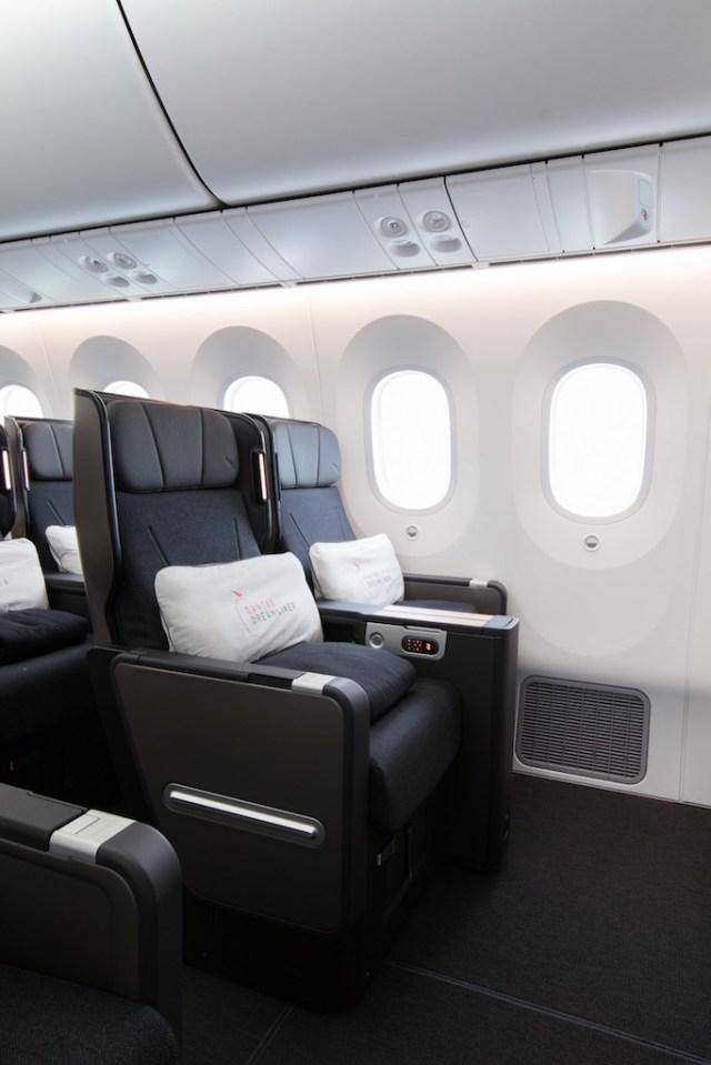 Boeing_787-9_Qantas_Premium_Economy