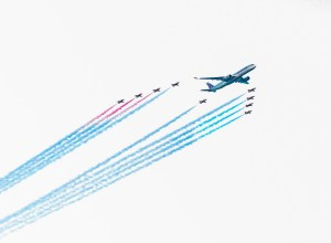 Qatar_airways_A350_Red_Arrows