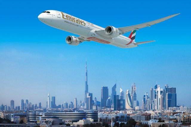 Emirates_Boeing_787-10