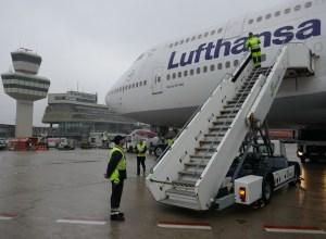 Lufthansa_Boeing_747-400_Berlin-Tegel