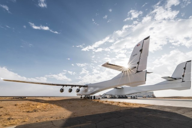 Stratolaunch_essais_roulage_2