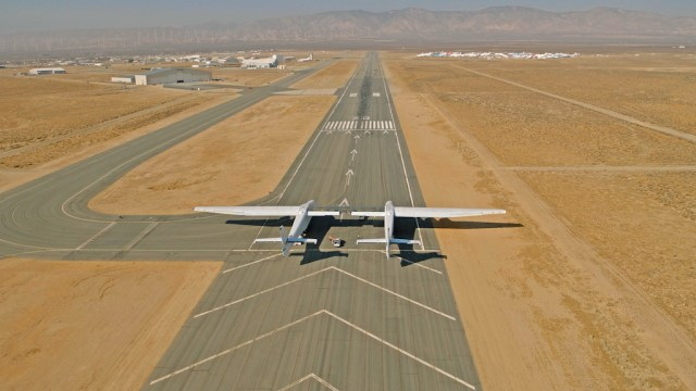 Stratolaunch_essais_roulage