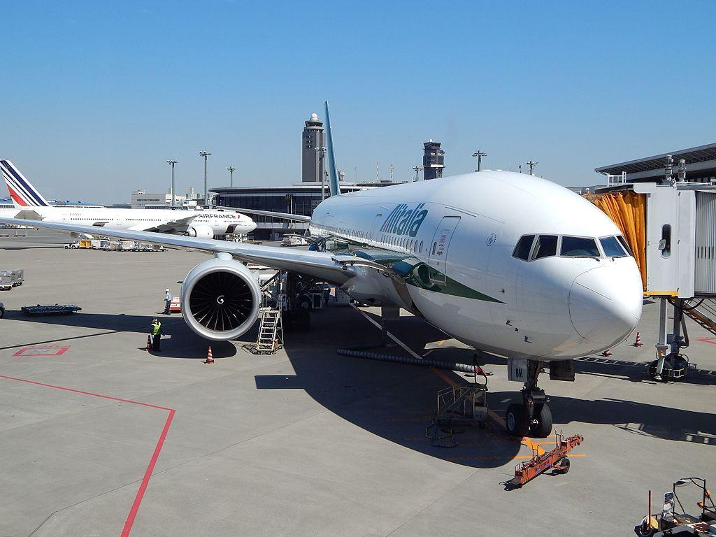 Air France-KLM: pas d'offre de rachat pour Alitalia