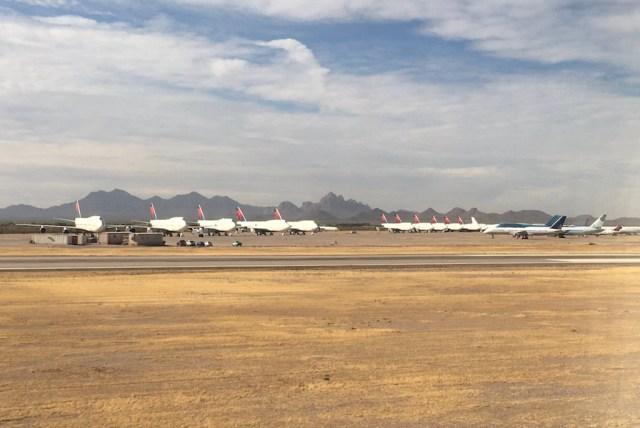 Boeing_747-400_Delta_Marana_desert