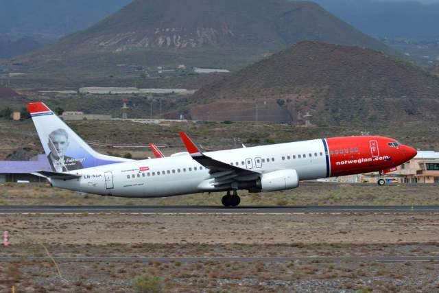 Boeing_737-800_Norwegian