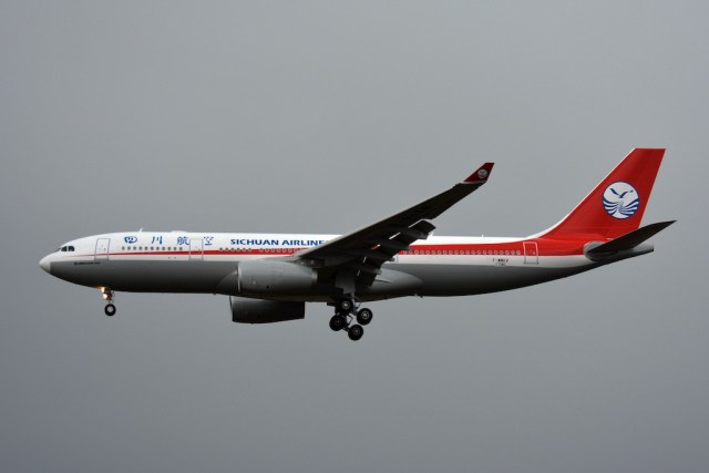 Airbus_A330-200_Sichuan_Airlines_Cn.1746 (B-8468) TLS 24-10-2016 086