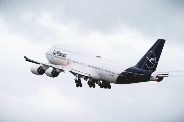 Lufthansa_Boeing_747-8i_nouvelle_livree
