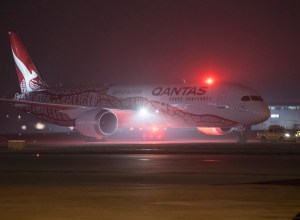 Boeing_787-9_Qantas_vol_inaugural_Perth-Londres