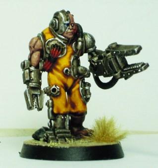 Servitor with servo-arm