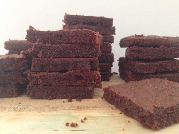 Brownies sin gluten y sin lactosa con intenso sabor a chocolate