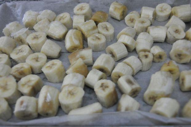 Congelar el plátano en trozos pequeños hace la tarea más fácil para tu procesador!