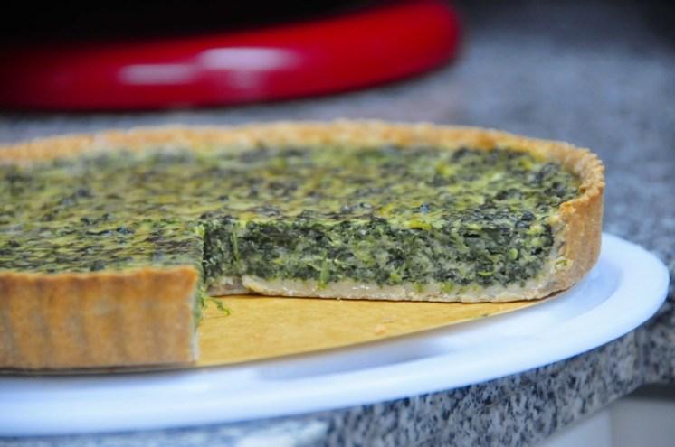 Este quiche es perfecto para 6 - 8 porciones si lo partes de la manera tradicional. Puede servirse con una ensalada!