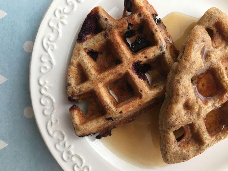 waffles-harina-integral-linaza-platano-blueberries-26