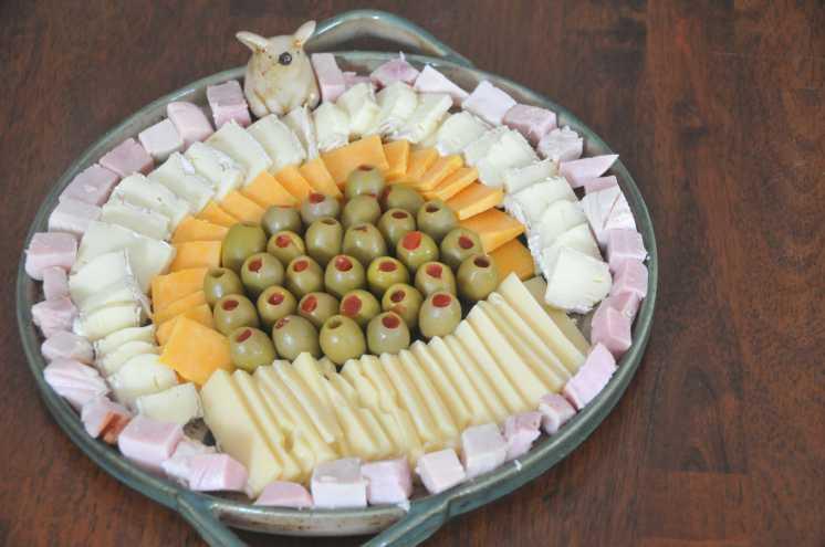como-hacer-tabla-quesos-fiambres-facil-rapido