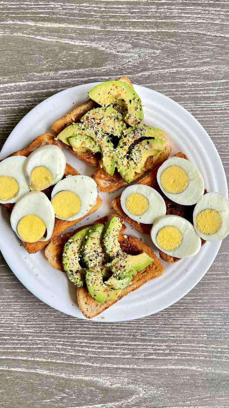 Pan con Huevo y Everything Bagel