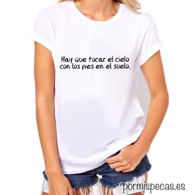 hay que tocar el cielo con los pies en el suelo camisetas chica frases outfit