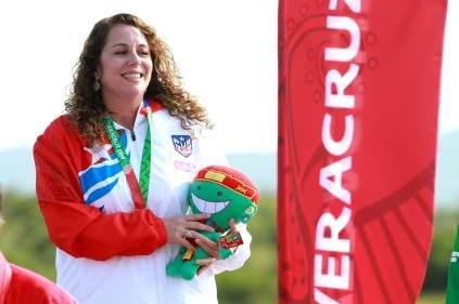 Ana la Torre recibió hoy su medalla de oro en fosa olímpica. (Stranffon Images para COPUR)
