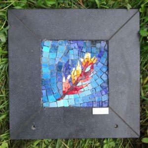 plaque plume rouge art funéraire mosaique laetitia gauthier