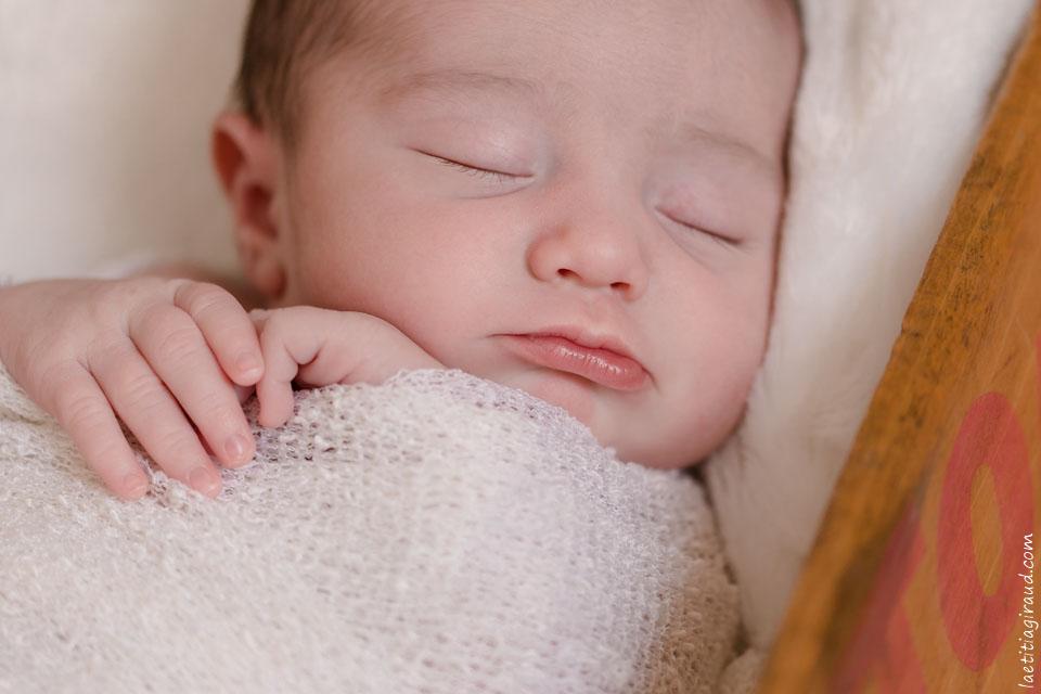 photo de bebe à la naissance à son domicile