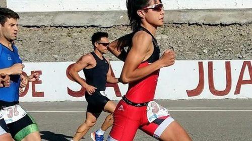 Nahuel Carrizo entrena pensando en clasificar al Panamericano de triatlón