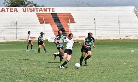 Una jugadora de Trinidad tiene coronavirus, pero no suspenderán la fecha