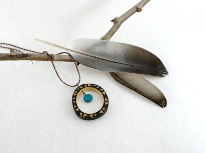 pendentif-anneau-figuier-pyrograve-et-perle-bleue