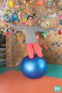swiss-ball-working-core-balance